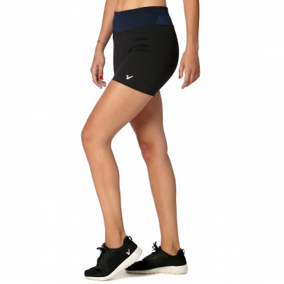 Ciclista negro con cintura azul